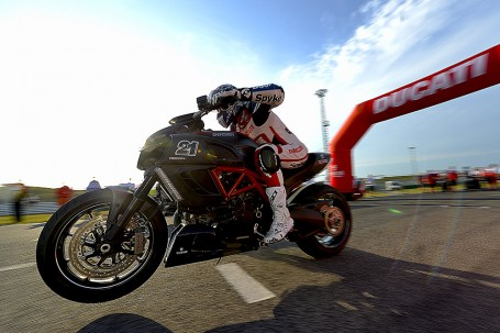 uno start di Troy Bayliss al DUCATI WDW 2014