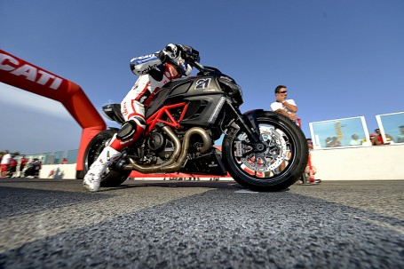 ancora Troy Bayliss ad uno start al DUCATI WDW 2012
